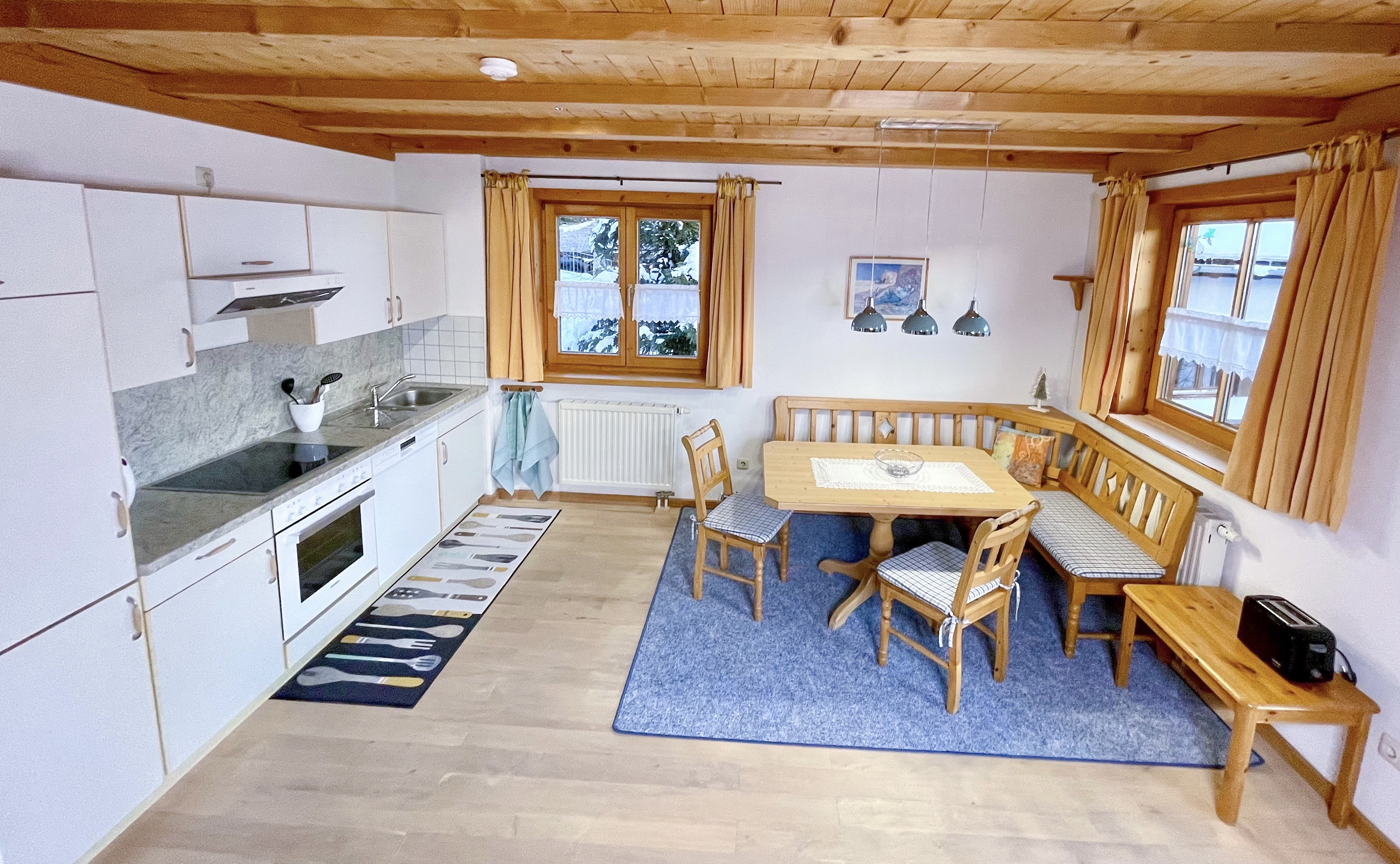 Essbereich mit offener Küche Sonnenschein
